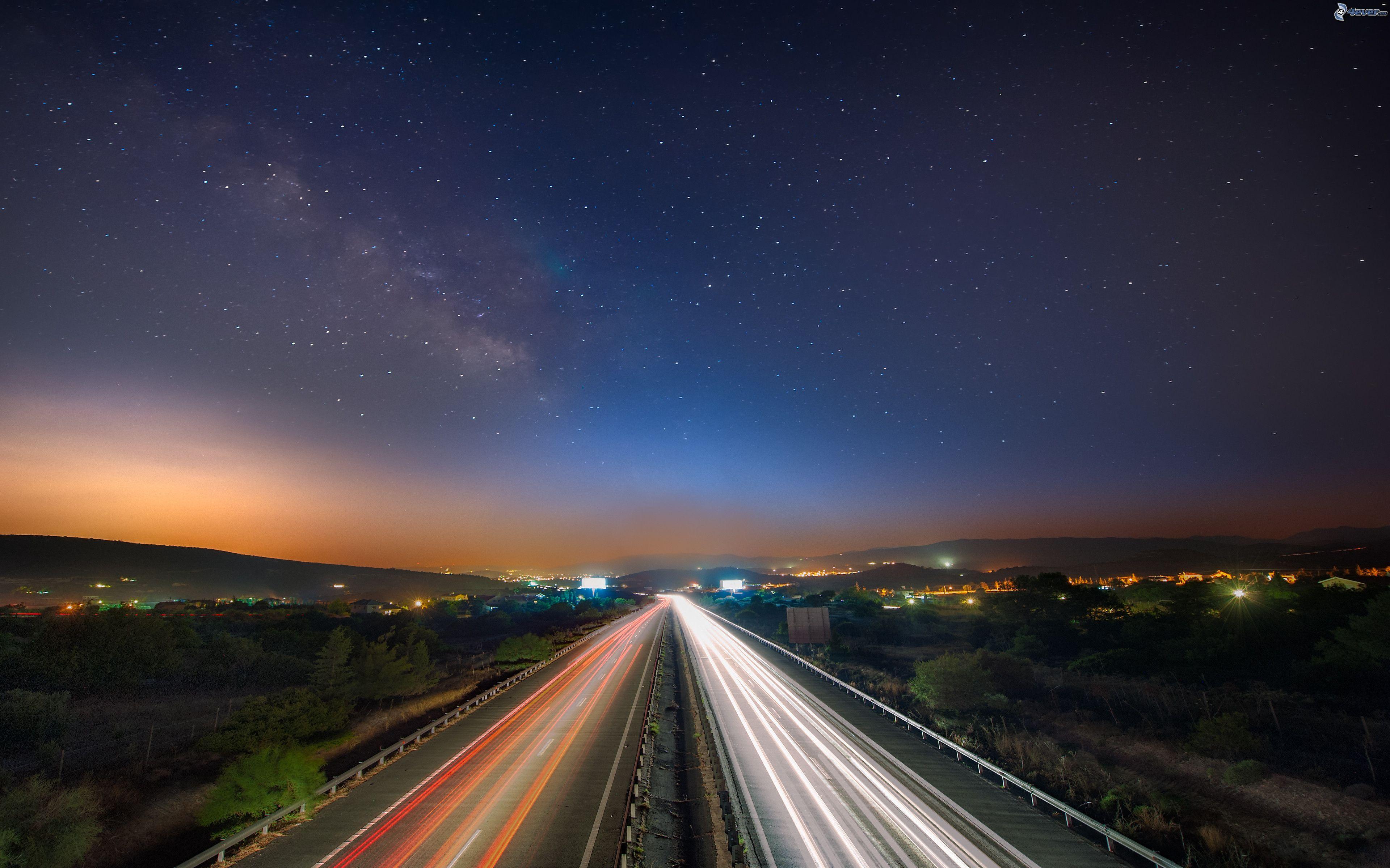 autovía nocturno amanecer
